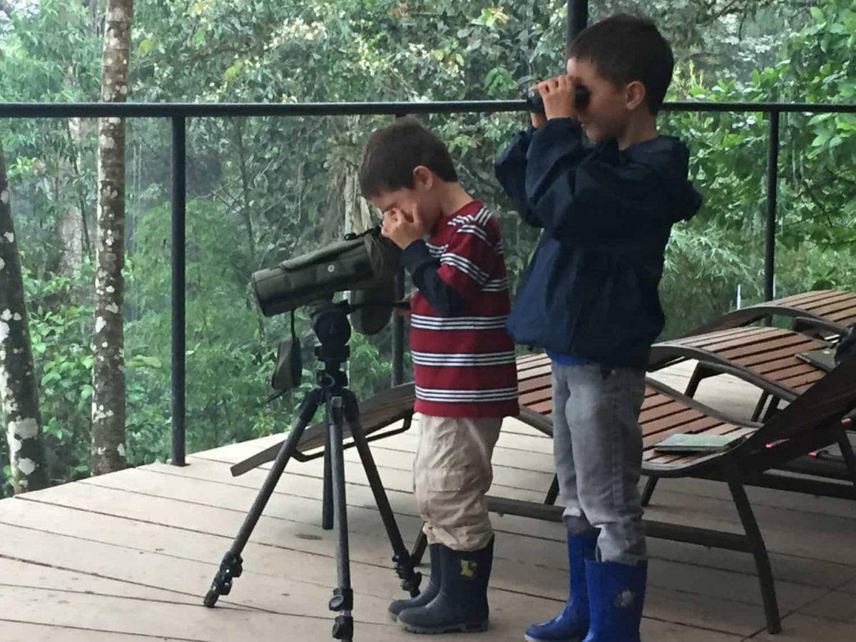 Children exploring Mashpi with binoculars