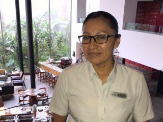 Miriam Simbaña – Waitress