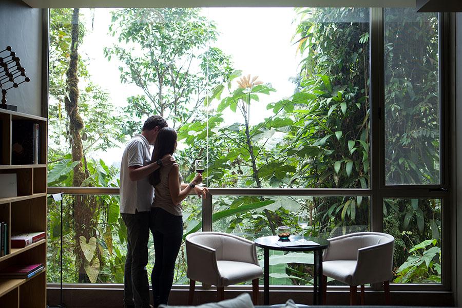 couple-mashpi-lodge-cloud-forest-ecuador.jpg